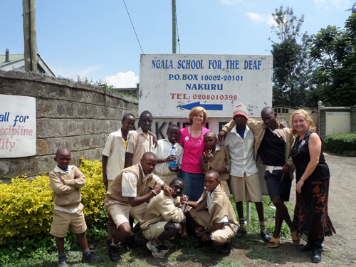 Lauri, Liz, and the students from the Ngala School for the Deaf